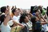 Público acompanhando a apresentação da Esquadrilha da Fumaça em Santa cruz de La Sierra, na Bolívia. (09/08/2007) Foto: Suboficial Waldemar Prieto Júnior, fotógrafo do Esquadrão de Demonstração Aérea.