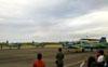 Público observando os Embraer EMB-312 (T-27 Tucano) da Esquadrilha da Fumaça. (07/06/2012) Foto: Sérgio Cardoso.