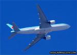Boeing 777-2B5ER, HL7526, da Korean Air, decolando do aeroporto de Cumbica, em Guarulhos (SP). (17/07/2014)