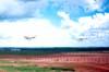 Passagem do Beechcraft King Air C-90A, PR-RFB, a esquerda, e do Beagle B-121 Pup 150 series 2, PT-JZV.