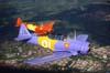 Em primeiro plano, North American T-6D, PT-LDQ, aeronave número 2 da Esquadrilha OI, e North American T-6D, PT-LDO, aeronave número 3 da Esquadrilha OI, sobrevoando Campinas. (21/10/2006)