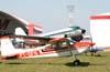 """Cessna 180H Skywagon 180, PT-DFN, em frente ao Douglas DC-3 """"Rose"""", N101KC, do Museu Asas de um Sonho. Foto: Bruno Schmidt"""