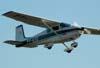 Cessna 172, PT-AZQ, durante a decolagem.