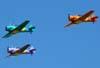 Esquadrilha OI durante a apresentação. A partir da esquerda, o North American T-6D, PT-KRC (verde), aeronave número 1, pilotada pelo Carlos Edo, North American T-6D, PT-LDQ, aeronave número 2 (roxo), comandada pelo Laert Gouvêa e o North American T-6D, PT-LDO, aeronave número 3, pilotada pelo Gustavo Albrecht.