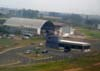 """O Douglas DC-3 """"Rose"""", N101KC, iniciando a subida logo depois da passagem rasante na pista do Aeroporto Campo dos Amarais, em Campinas. (30/08/2007)"""