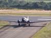 """Douglas DC-3 """"Rose"""", N101KC, taxiando em direção ao hangar ao lado da torre de controle, logo após o pouso no aeroporto de São Carlos. (31/08/2007)"""