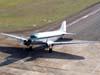 """Douglas DC-3 """"Rose"""", N101KC, entrando no pátio em frente ao hangar ao lado da torre de controle, logo após o pouso no aeroporto de São Carlos. (31/08/2007)"""
