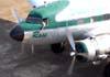 """Comandante Castellao com o braço esquerdo do lado de fora da janela da cabine de pilotagem do Douglas DC-3 """"Rose"""", N101KC, logo após entrar no pátio em frente ao hangar ao lado da torre de controle, no aeroporto de São Carlos. (31/08/2007)"""