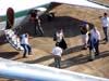 """Desembarque da tripulação do Douglas DC-3 """"Rose"""", N101KC, no aeroporto de São Carlos. (31/08/2007)"""