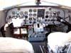 """Cabine de comando do Douglas DC-3 """"Rose"""", N101KC, no aeroporto de São Carlos. (31/08/2007)"""
