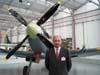 Marco Bologna, presidente da TAM, em frente ao Spitfire.