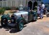 Veículo antigo em frente ao museu.