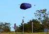 Paraquedista do Circo Aéreo (Esquadrilha Oi).