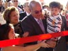 Senhor João Amaro reabrimdo o museu oficialmente junto a esposa e os netos.