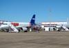 Dois Airbus A319-132 da TAM.