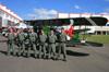 """Policiais militares do Estado de São Paulo em frente ao Eurocopter/Helibras AS-350B2 Esquilo, PP-EOV (Chamado """"Águia 7""""), da Polícia Militar do Estado de São Paulo e do Waco CSO pertencente à Fundação Santos Dumont. (08/07/2012)"""