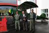 João Amaro (presidente do Museu TAM) entre  policiais militares do Estado de São Paulo em frente ao Waco CSO da Fundação Santos Dumont. (08/07/2012)