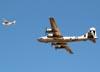"Boeing B-29A Superfortress, prefixoN529B (Chamado ""Fifi""), da Commemorative Air Force, e Cessna 210G Centurion, prefixo N3311S, da EAA (Experimental Aircraft Association). (26/07/2011) - Foto: Celia Passerani."