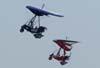 Dois Trikes voando em vôo de formatura. Foto: Rodrigo Zanette