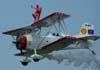 """Marta """"Wingwalking"""" Bognar voando nas asas do Grumman Showcat, PP-XDI, pilotado por Pedrinho Melo, durante a primeira passagem na primeira apresentação. Foto: Valdemar Júnior"""