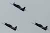 Início da chegada da Esquadrilha da Fumaça. No primeiro grupo, vê-se os Embraer T-27 Tucano números 5, pilotado pelo Tenente Aviador Márcio, 6, comandando pelo Capitão Aviador Caldas, e 7, pilotado pelo Major Aviador Afonso Henrique. O mal tempo obrigou o grupo a se separar na chegada a São Paulo, próximo a Serra do Japi, em Jundiaí.