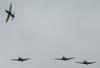 Final da chegada da Esquadrilha da Fumaça. No segundo grupo, vê-se os Embraer T-27 Tucano número 1, pilotado pelo Tenente Coronel Aviador Neves Neto (saindo no pill-off), 2, comandando pelo Tenente Aviador Anderson Amaro, 3, pilotado pelo Tenete Aviador Baldin, e 7, comandado pelo Tenente Aviador Felzcky. O mal tempo obrigou o grupo a se separar na chegada a São Paulo, próximo a Serra do Japi, em Jundiaí.