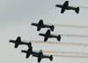 Tucanos 1, 2, 3, 4, 5 e 6 da Esquadrilha da Fumaça fazendo uma passagem em voo invertido. (25/10/2009)