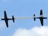 Os Embraer EMB-312 (T-27 Tucano) 5 e 6 da Esquadrilha da Fumaça fazendo um cruzamento. (23/09/2012). (23/09/2012)
