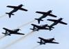 """Os Embraer EMB-312 (T-27 Tucano) da Esquadrilha da Fumaça durante a manobra """"Espelho"""". (23/09/2012)"""