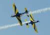 Cruzamento dos Tucanos 5, FAB 1394, à direita, (Capitão Aviador Lima e Silva) e 6, FAB 1381, (Capitão Aviador Secchin), da Esquadrilha da Fumaça. (02/09/2007)