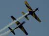 Tucanos 5, FAB 1394, à direita, (Capitão Aviador Lima e Silva) e 6, FAB 1381, (Capitão Aviador Secchin), da Esquadrilha da Fumaça, invertendo as posições. (02/09/2007)