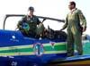 Tenente Coronel Aviador Neves Neto, líder da Esquadrilha da Fumaça, saindo do cockpit do Tucano número 1, FAB 1308. (02/09/2007)