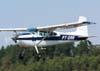 Passagem rasante do Cessna 180H Skywagon, PT-DAN, fabricado em 1967. (02/09/2007)