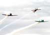 Passagem dos aviões da Esquadrilha Oi e do Extra 300 pilotado pelo Comandante Francis em vôo invertido. A partir da esquerda, o North American T-6D, PT-LDQ, aeronave número 2 (roxo), pilotado pelo Laert Gouvêa, o Extra 300, PP-ZSQ, pilotado pelo Comandante Francis, e o North American T-6D, PT-KRC (verde), aeronave número 1, pilotada pelo Comandante Carlos Edo. Foto: Bruno Schmidt.