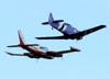 North American T-6D, PT-LDQ, do Circo Aéreo, e Cessna 310Q, PT-KLS, da Extreme Táxi Aéreo. (27/04/2014)