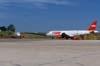 A direita, o Airbus A-320-231 da TAM, PT-MZQ, e a esquerda o Airbus A-320-232, PR-MAP, também da TAM.