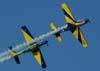 """Embraer T-27 Tucanos 5 e 6 da Esquadrilha da Fumaça, realizando a """"panqueca""""."""