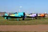 À partir da esquerda, o North American T-6D, PT-KRC (verde), aeronave número 1, North American T-6D, PT-LDQ, aeronave número 2 (roxo), e o North American T-6D, PT-LDO, aeronave número 3. Foto: Júnior JUMBO.
