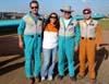 Da esquerda para a direita, Leandro, que pilotou o North American T-6D, PT-LDQ, aeronave número 2 da Esquadrilha Oi, Monica Edo, futura piloto de T-6 da Esquadrilha Oi, Comandante Carlos Edo, líder da Esquadrilha Oi, e Hernani, que pilotou o North American T-6D, PT-LDO, aeronave número 3 da Esquadrilha Oi. Foto: Júnior JUMBO.