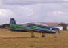 T-27 Tucano, número 1 (extra), aeronave que pousou antes da chegada da Esquadrilha da Fumaça, para trazer um dos pilotos para fazer a locução do seu show e checar as condições do tempo.