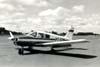 Piper PA-28 Cherokee 140, PT-CON, do Aeroclube de São Carlos. (1970). Foto: Valdir Fernandes.