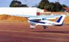 Cessna 172L Skyhawk, PT-KRL, do Aeroclube de São Carlos, pousando no Aeroporto Salgado Filho. (2000). Foto: Diego Fernandes.