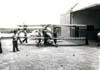 Público acompanhando a preparação de Alberto Bertelli antes de iniciar mais um voo com o Bücker BU-131D Jungmann, PP-TEZ, do Aeroclube de Rio Claro. (11/1975) Foto: Ricardo Dagnone.