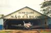 Piper PA-36-300 Pawnee Brave, PT-WDW, ex-N3694E, em frente ao hangar do Aeroclube de São Carlos. Esta aeronave sofreu um grave acidente no dia 14 de março de 2001. (28/06/1997) Foto: Fernando Sarracini.