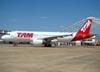 Airbus A320-214, PR-MHT, da TAM. (14/08/2011)