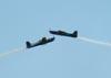 Cruzamento dos Embraer EMB-312 (T-27 Tucano) números 5 e 6 da Esquadrilha da Fumaça. (14/08/2011)
