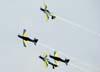 Os Embraer T-27 Tucano 1 (comandado pelo Major Aviador Davi), 2 (pilotado pelo Tenente Aviador Anderson Amaro), 3 (pilotado pelo Tenente Aviador Baldin) e 4 (comandado pelo Tenente Aviador Felzcky), da Esquadrilha da Fumaça, realizando um tunô em vôo com os alas invertidos.