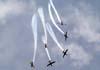 Os Embraer T-27 Tucano 1 (comandado pelo Major Aviador Davi), 2 (pilotado pelo Tenente Aviador Anderson Amaro), 3 (pilotado pelo Tenente Aviador Baldin), 4 (comandado pelo Tenente Aviador Felzcky), 5 (pilotado pelo Tenente Aviador Márcio), e 6, (comandado pelo Capitão Aviador Caldas), da Esquadrilha da Fumaça, realizando um desfolhado descendente.