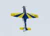 """O Embraer T-27 Tucano número 7 da Esquadrilha da Fumaça, pilotado pelo Major Aviador Afonso Henrique, subindo para realizar uma """"Grossura""""."""