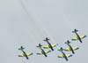 Os Embraer T-27 Tucano 1, comandado pelo Major Aviador Davi, 2, pilotado pelo Tenente Aviador Anderson Amaro, 3, pilotado pelo Tenente Aviador Baldin, 4, comandado pelo Tenente Aviador Felzcky, 5, pilotado pelo Tenente Aviador Márcio, e 6, comandado pelo Capitão Aviador Caldas, da Esquadrilha da Fumaça, saindo de um looping.